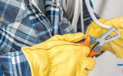 What does a commercial electrician do?